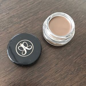 NEW Anastasia Beverly Hills dipbrow in Caramel!